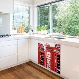 Petit meuble de cuisine blanc orné d'un sticker autocollant Cabine Londres
