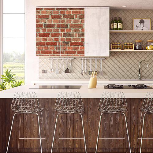Placard mural orné d'un sticker autocollant brique rouge dans une cuisine moderne
