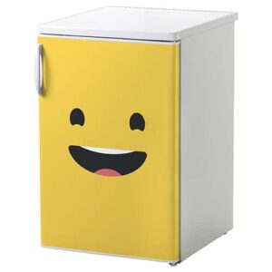 Sticker jaune Smiley Grand Sourire mis sur un frigo
