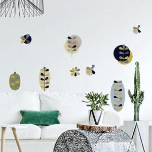 """Agencement de stickers """"Clarisse sous bois"""" sur un mur"""