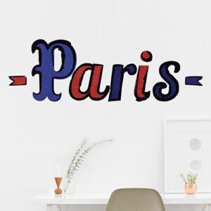 Jolies déco de bureau personnalisée avec les lettres adhésives déco PARIS en bleu et rouge pour donner du pep's à l'ensemble bien sage.