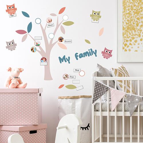 """Adhésifs décoratifs muraux """"Arbre Family"""" dans chambre d'enfant"""