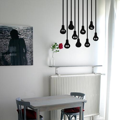 Lampe suspendues fil ampoule noirs dans une salle à manger moderne et chic.