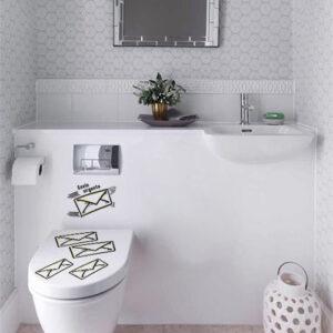 Toilettes unique décorée d'un sticker original Lettre volante envie pressante
