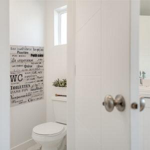 Affiche murale autocollante variantes de toilettes collé au mur des toilettes