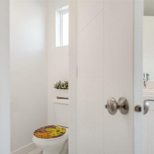 abattant de toilette décoré avec un sticker autocollant graf