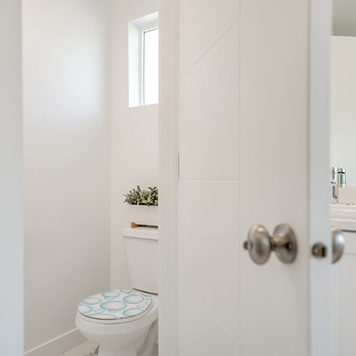 sticker femme baignoire déco d'un mur de salle de bain très moderne