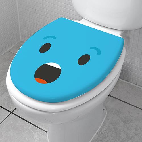 Sticker décoratif pour WC Smiley étonné bleu collé sur un toilette