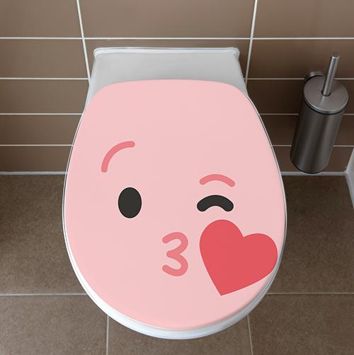 Salle de toilettes avec un Sticker adhésif pour WC Smiley Bisous Rose