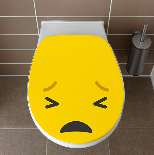 Abattant de toilettes blanche ornée d'un sticker Smiley Pas content jaune