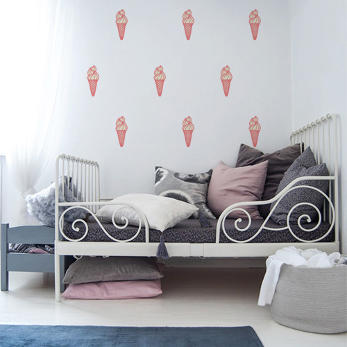 Autocollant pour chambre d'enfant glace en cornet rose sur mur blanc