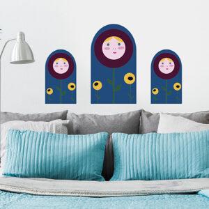 Sticker mural poupée russe au dessus d'un canapé