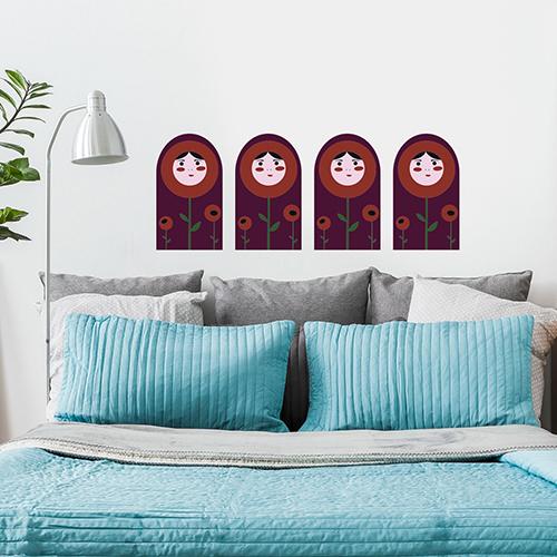 Sticker mural poupées russes au dessus d'un lit