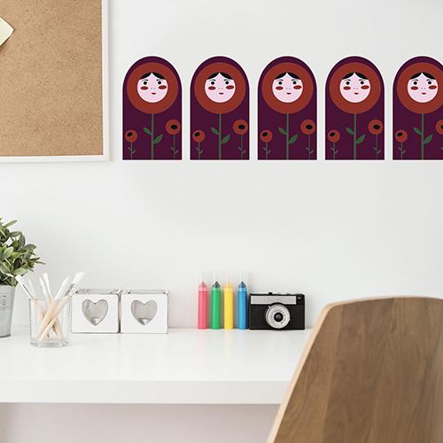 Sticker déco poupée russe au dessus d'un bureau