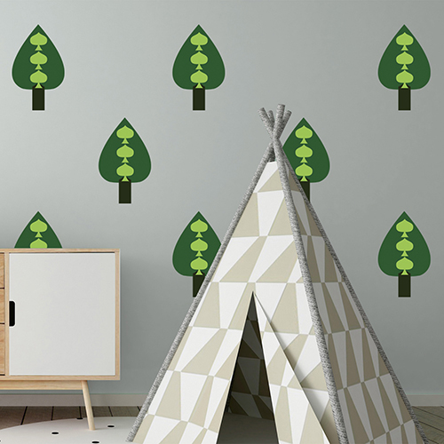 Sticker adhésif sapin vert clair et foncé pour déco de mur gris clair de chambre d'enfant