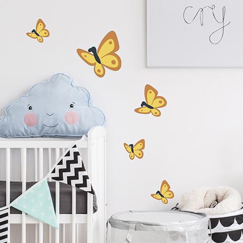 Sticker adhésive papillons jaune et orange pour décoration de chambre de bébé