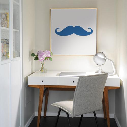 Adhésif bleu marine pour déco de cadre sur un mur dans un bureau
