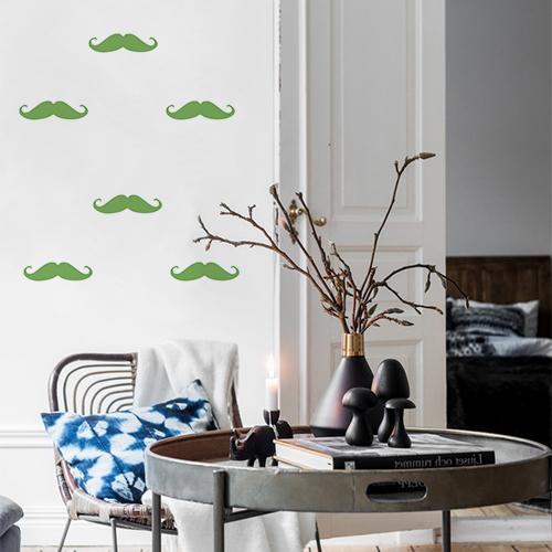 Autocollant déco mur de salon avec des moustaches vertes