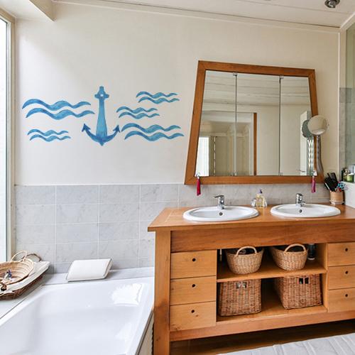 Sticker ancre bleue sur mur de salle de bain aux meubles de bois