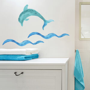 Sticker dauphin bleu au dessus d'un meuble de salle de bain moderne