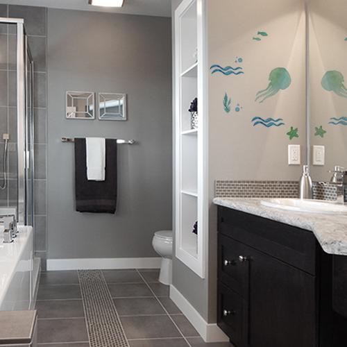 sticker pieuvre sur mur d'une salle de bain moderne et luxueuse