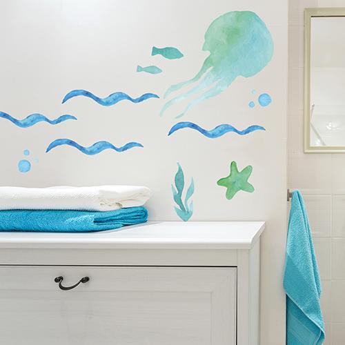 sticker pieuvre en déco sur le mur d'une salle de bain