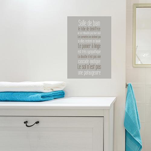 sticker sdb collé sur le mur au dessus d'un meuble de salle de bain