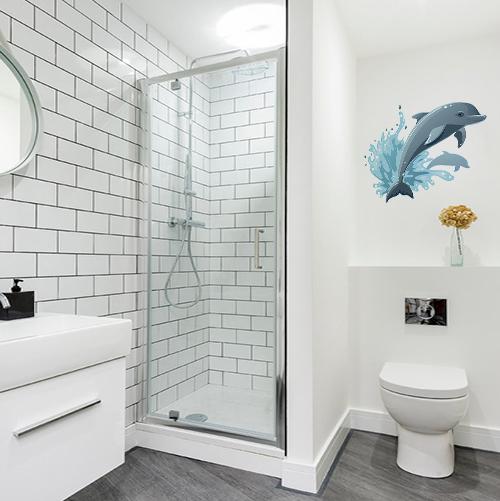 sticker dauphin qui saute sur mur de salle de bain blanche et lumineuse
