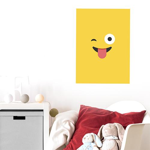 sticker smiley jaune tire la langue au mur d'un coin repos