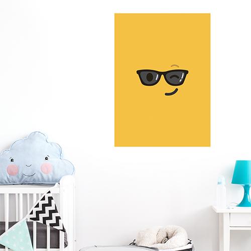 sticker jaune lunettes de soleil au mur d'une chambre d'enfant