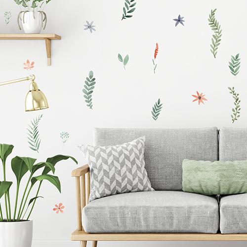 Salon scandinave avec adhésifs herbier à l'aquarelle - branches et fleurs séchées.