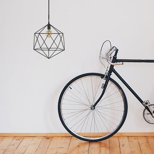 Couloir personnalisé avec une suspension origami effet métal en trompe-l'oeil - sticker déco suspension origami et ampoule à filament.