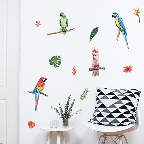 Frise triangle tricolore grise design sur mur blanc