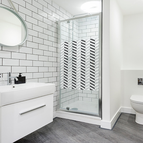 Addhésif chevrons horizontaux effet 3D pour déco de paroi de douche de salle de bain