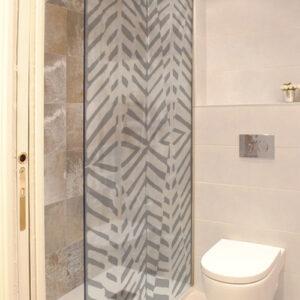 Adhésif déco formes géométriques gris pour paroi de douche