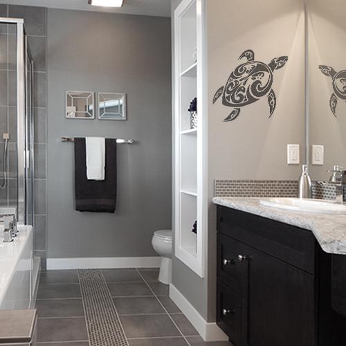 sticker tortue tribal gris collé au mur d'une salle de bain moderne et luxueuse