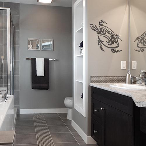 sticker tortue tribal au mur d'une salle de bain moderne