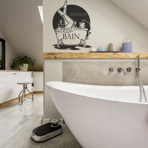 sticker bain noir et blanc décoration de murs dans une salle de bain lumineuse