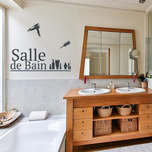 Lettres adhésives déco pour salle de bain noires - déco murale au dessus de la baignoire d'une grande salle de bain