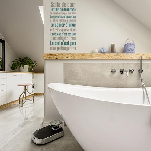sticker texte sdb collé au mur d'une belle salle de bain