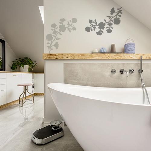 sticker fleurs déco sur mur de salle de bain moderne