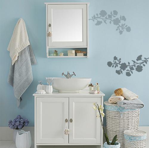 sticker fleurs déco sur mur de salle de bain classique