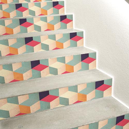 Stickers cubes 3D multicolores collés sur des contremarches en béton.