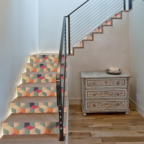Escalier moderne avec des marches en bois ornées de stickers autocollants Cubes 3D de toutes les couleurs