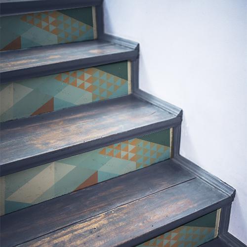 Contremarches modernes en bois noir ornées de stickers autocollants couleurs ardoises