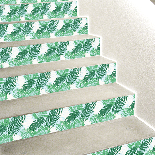 Escalier en béton blanc décoré avec des stickers autocollants fougères