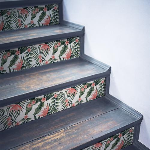 Stickers décoratifs flamands roses collés sur des contremarches en bois