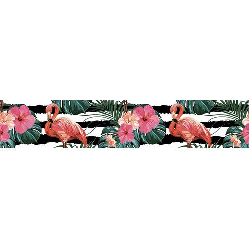 Contremarches en bois noir ornées de stickers autocollants représentant des flamands roses ainsi que des plantes tropicales sur fond géométriques