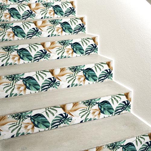 Escaliers en béton blanc décorés avec des stickers pour contremarches représentant des plantes exotiques