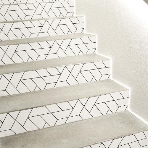 Escaliers en béton blanc décorés avec plusieurs stickers adhésifs représentant des motifs géométriques blancs et noirs